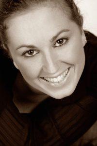 Michela Costa, regista, attrice presso la compagnia ABC e insegnante al Centro Teatro Attivo di Milano (CTA).